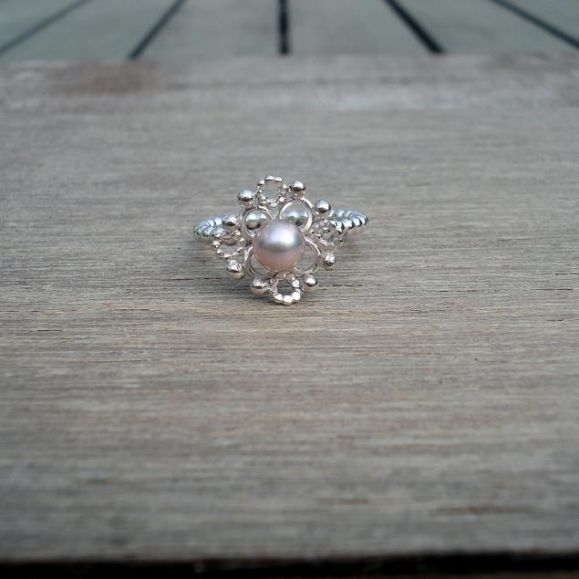 Dentelle, ring rose