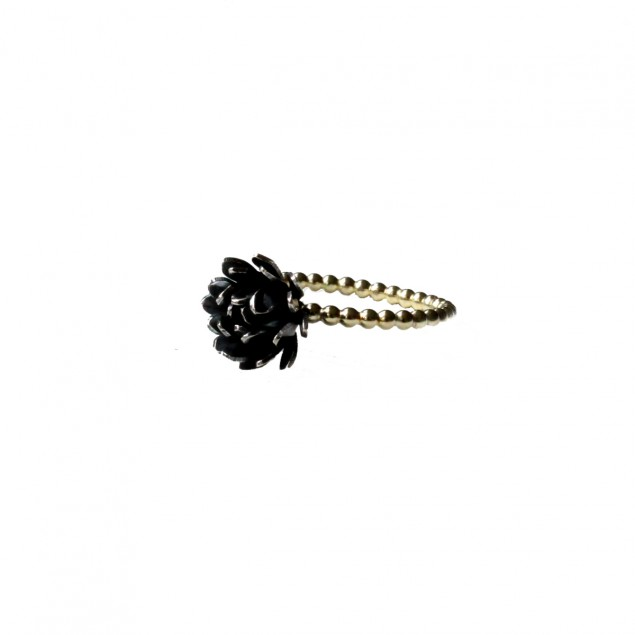 Ring black and gold, chrysant, bloemenring, verlovingsring